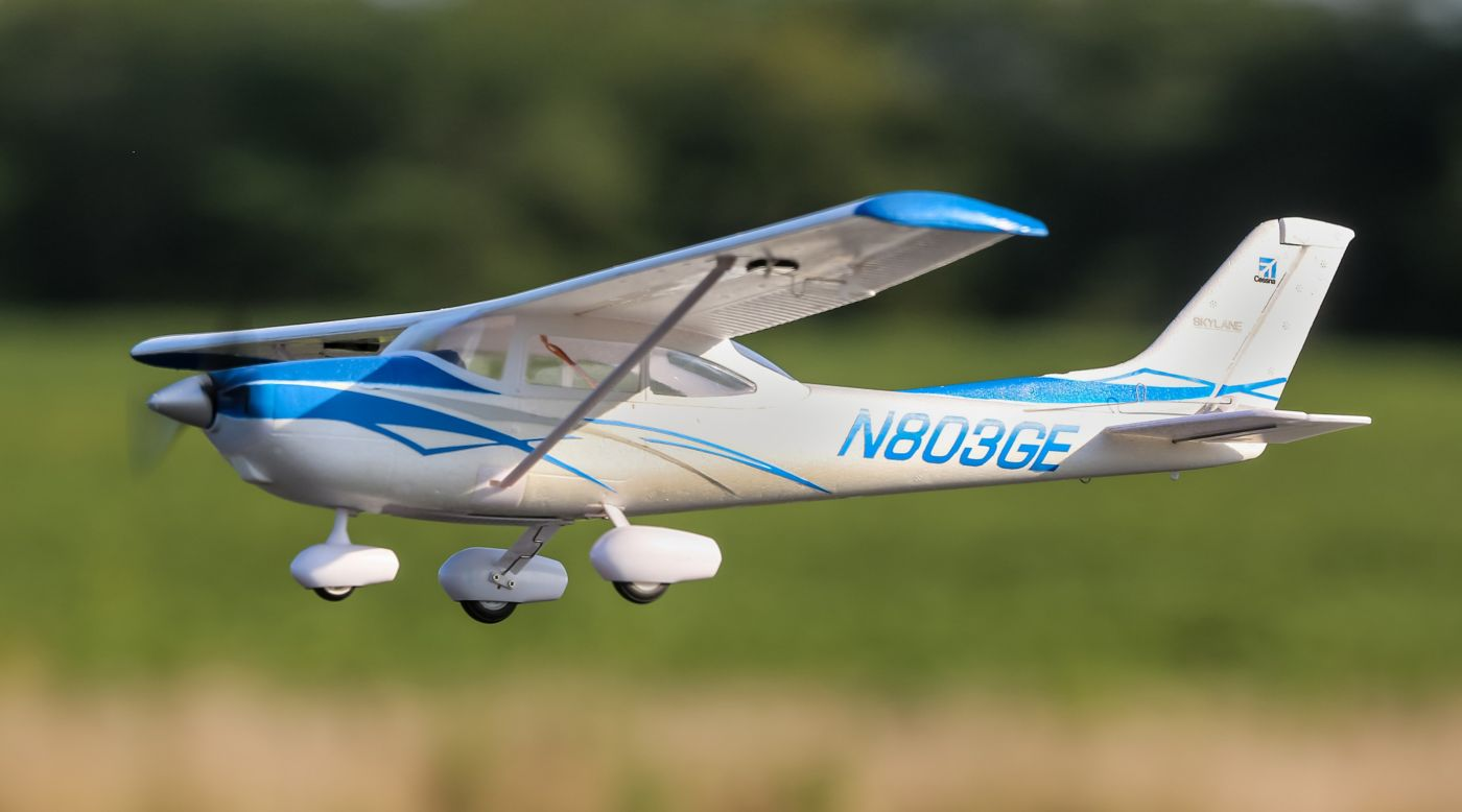 E-flite UMX™ Cessna 182 BNF Basic with AS3X® - SNHE