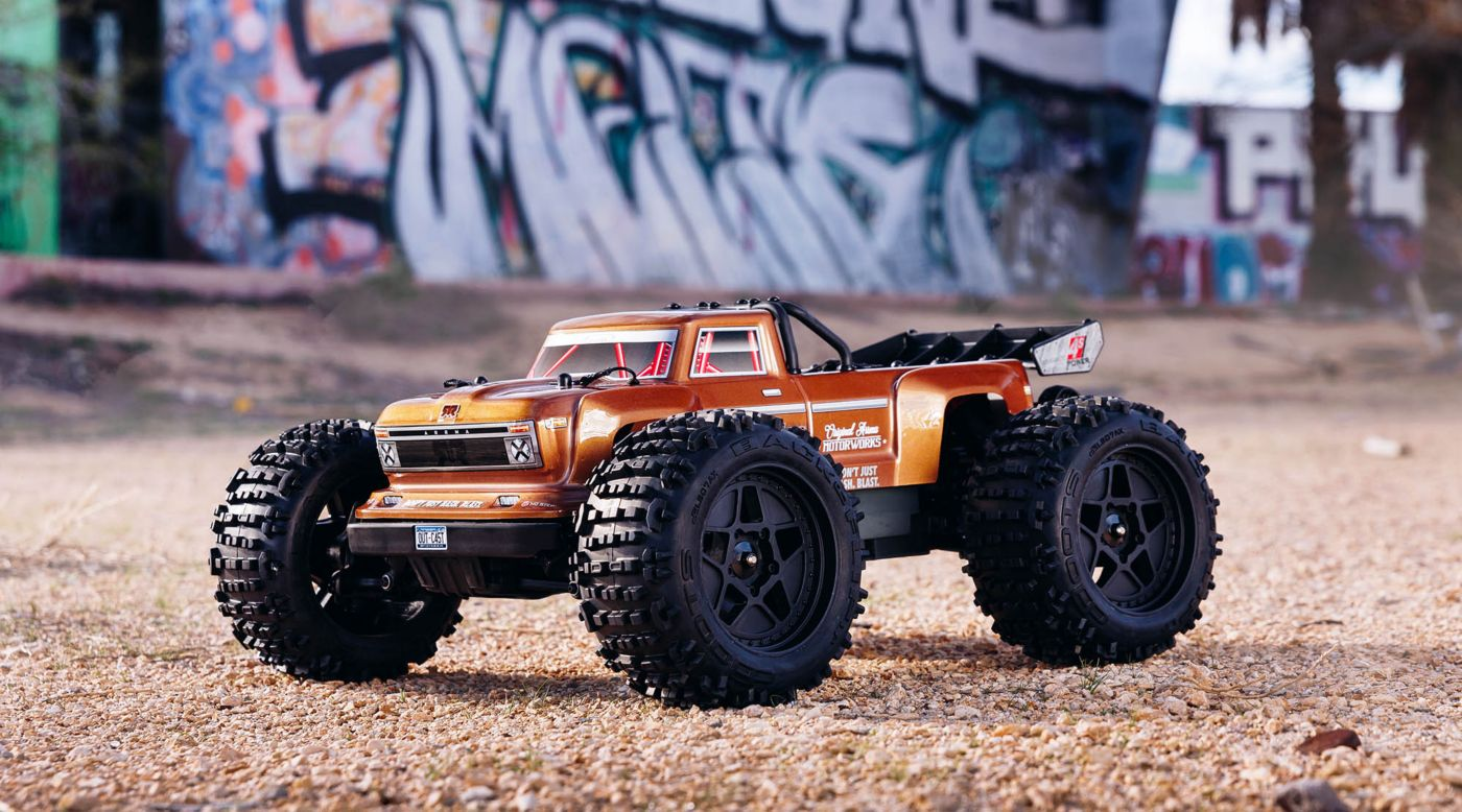 ARRMA 1/10 OUTCAST 4x4 4S BLX Brushless Truggy RTR, Bronze - SNHE